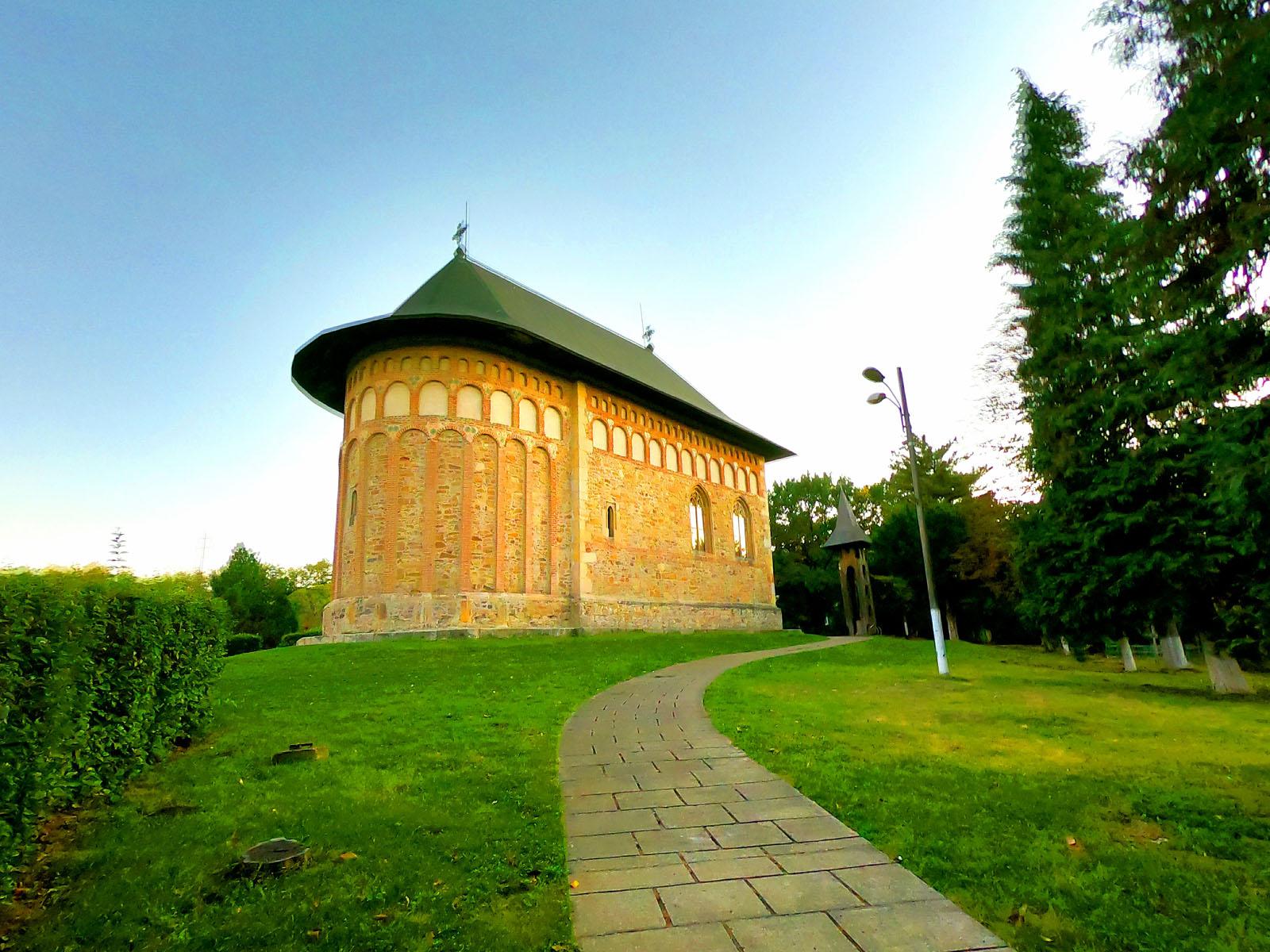 6 Biserica din Borzești